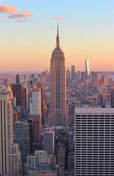 See this Sunset amazing view of NewYork Image Sunset Newyork usa travelusa usatour holiday vacations 674273375443961393 New York Wallpaper, City Wallpaper, City Aesthetic, Travel Aesthetic, Photographie New York, New York City Travel, Travel Tours, Travel Ideas, Overseas Travel