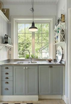 60 Amazing Tiny House Kitchen Design Ideas - Page 10 of 64 Farmhouse Style Kitchen, Tiny House Kitchen, Small Kitchen, Home Kitchens, Kitchen On A Budget, Kitchen Design Small, House Design Kitchen, Best Kitchen Designs, Home Decor Tips