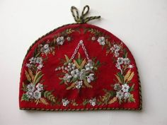 LOVELY-VICTORIAN-FINE-TAPESTRY-BEAD-WORK-AND-EMBROIDERY-TEA-COSY-TEA-COZY