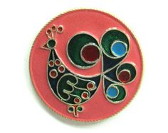Soviet Vintage Pins - Peacock. Made in Soviet Union on 70s-80s. Beautiful collecting items. ID: B-2762.  Diameter of badge: 4 cm (1.6). Vintage condition: good with slight signs of years.  For more pins/badges see: https://www.etsy.com/shop/RealTreasureBox?section_id=15249079&ref=shopsection_leftnav_2  The shipping price is combined. The actual shipping price you will see in your shopping cart after you add all items you want.  Thanks for visiting my sho...