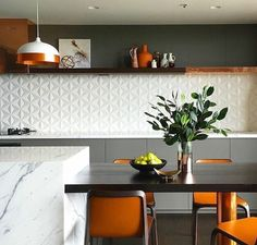 Copa | cozinha | revestimento 3D- the backsplash is awesome.