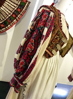 Muzeul Satului - Un veac de frumusețe Folk Costume, Costumes, Harem Pants, Kimono Top, Textiles, Culture, Blouse, Tops, Dresses