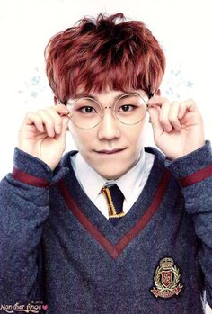 ILHOON. Is he dressed like harry potter on purpose?!? Because I'm finding it very attractive *fans self*