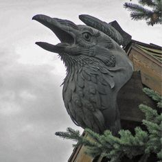 Hammered copper Raven Gargoyle sculpture by Wayne Chabre, University of Oregon, Sciences Complex, Eugene, Oregon (1987).