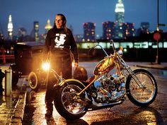 Muitos fabricantes famosos, como Indian Larry, usavam clones em suas motos. (Ou você achava que existia um galpão secreto com um suprimento inesgotável de motores antigos em algum lugar dos EUA?)