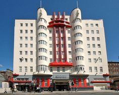 Beresford Hotel- Sauchiehall Street is probably Glasgow's finest art deco building. I modeled a project after this guy for downtown OKC Design-Build class Glasgow Architecture, Architecture Design, Amazing Architecture, Art Deco Hotel, Bauhaus, Art Nouveau, Streamline Moderne, Pop Art, Art Deco Buildings