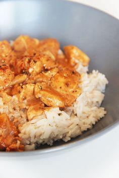 POULET TANDOORI FACILE Me voilà aujourd'hui avec une recette indienne très célèbre : le poulet tandoori. Je ne sais pas vous, mais moi quand je suis devant la carte d'un restaurant indien, je suis incapable de faire la différence entre vindaloo, tandoori, masala... Quoiqu'il en soit, je sais que ça sera plein d'épices et super bon, donc je…