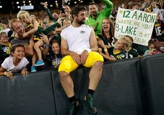 Lambdas leap and Aaron rodgers! Go Packers, Packers Football, Best Football Team, Green Bay Packers, Mr Rodgers, Aaron Rogers, Rodgers Packers, Cincinnati Reds, Indianapolis Colts