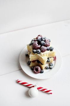 Here we share the most lovely cake pin and tell you how to make it be a fashion way .