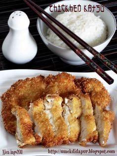 Chicken Katsu ini enak banget....gurih dan empuk dagingnya....cocok untuk lauk sayur apapun. Walaupun namanya ke jepang jepang an...tet...