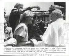 1984 Press Photo Linda Evans and Robin Leach with Pope John Paul II - spp66360