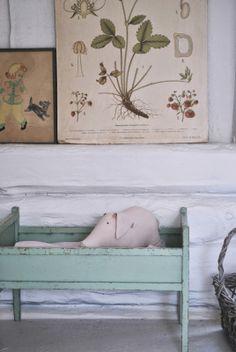 Julia's White Dreams | Swedish children's summerhouse/playhouse