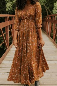 This floral maxi dress is great for fall weather and will keep you warm at any special event. Stay stylish and trendy this fall with styles from ROOLEE! Modest Fashion, 90s Fashion, Fashion Outfits, Skull Fashion, Fashion Boots, Modest Dresses, Casual Dresses, Maxi Dresses, Party Dresses