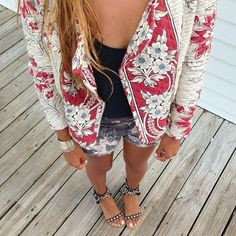 LoLoBu - Women look, Fashion and Style Ideas and Inspiration, Dress and Skirt Look Looks Style, Style Me, Look Fashion, Womens Fashion, Sweet Fashion, Blazers, Floral Jacket, Floral Blazer, Bohol