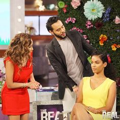 #AdrienneBailon of  #TheReal  with celebrity hairstylist César Ramirêz. Ramirez created hot summer styles on beauty blogger #SunKissAlba with #SheaMoisture products!