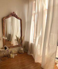 Décoration : salon beige - Home decor - - Gold Aesthetic, Classy Aesthetic, Aesthetic Room Decor, Aesthetic Vintage, Cream Aesthetic, Aesthetic Collage, Aesthetic Design, Aesthetic Photo, Modern Design