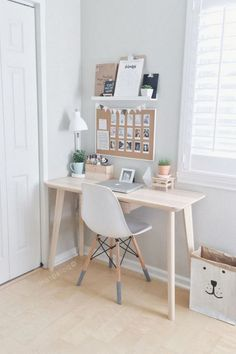 48 Elegant Office Decor Ideas For Small Apartment apartment.club 48 Elegant Office Decor Ideas For Small Apartment The post 48 Elegant Office Decor Ideas For Small Apartment apartment.club appeared first on Wohnung ideen. Small Apartment Bedrooms, Small Apartment Decorating, Small Rooms, Small Spaces, Small Desks, Small Bedroom Office, Apartment Desk, Apartment Interior, Office In Small Space