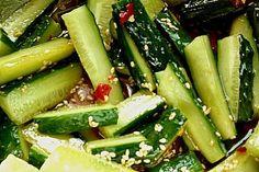 Koreanischer Gurkensalat  [sehr lecker mit Sprossen!]
