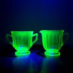Vintage Art Deco Uranium Glass Sugar and Creamer by OverTheYearsFinds on Etsy Broken Glass Art, Sea Glass Art, Stained Glass Art, Vaseline Glass, Crushed Glass, China Tea Cups, Vintage Glassware, Vintage Art, Art Deco