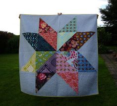 How many ways can I say that I LOVE GIANT Stars! Non-Euclidean Quilting: Giant Star Quilt