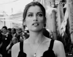 Laetitia Casta, ravissante et sensuelle égérie du parfum Pour Femme de Dolce & Gabbana.