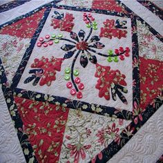 more great quilting - love how they framed this block applique.