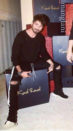 Kunal Rawal, Mira Rajput, Shahid Kapoor, Hairstyle Look, Handsome Actors, Bollywood, Faces, Men, Fictional Characters