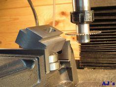 Making a boring head. Metal Lathe Tools, Metal Lathe Projects, Metal Working Tools, Metal Processing, Metal Shaping, Welding Shop, Machinist Tools, Wood Turning Lathe, Milling Machine