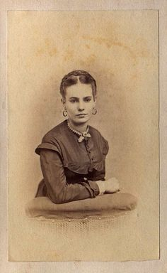 Civil War Era Young Woman    Photo by: Parker's Gallery, Cleveland, OH, USA  Date: c. 1861-1865  Type: Carte de Vista (CDV)