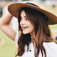 Jenna Coleman - Most Beautiful Girls Medium Hair Cuts, Long Hair Cuts, Medium Hair Styles, Short Hair Styles, Jenna Coleman Haircut, Jenna Coleman Style, Doctor Who, 12th Doctor, Bob Hairstyles