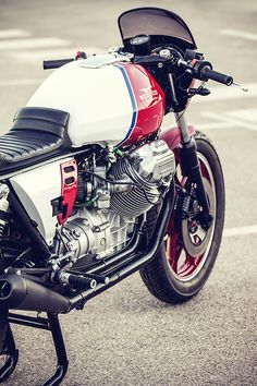 """dropmoto: """" puttin out a Moto Guzzi 1000 with some all American vibes. Perfect snapby """" Find the most amazing. Moto Guzzi Motorcycles, Cool Motorcycles, Vintage Motorcycles, Scrambler, Cafe Bike, Cafe Racer Motorcycle, Classic Motors, Classic Bikes, Guzzi V7"""