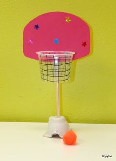 Tippytoe crafts: mini basketball hoop made with a recycled cup! Vbs Crafts, Camping Crafts, Cute Crafts, Preschool Crafts, Crafts For Kids, Kids Sports Crafts, Basketball Crafts, Mini Basketball Hoop, Basketball Court
