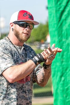 Brantley Gilbert at the 2015 ACM & Cabela's Archery Event // The… Male Country Singers, Country Music News, Country Song Lyrics, Country Songs, Storm Photography, I Love The Lord, Easton Corbin, Jake Owen, Farm Boys