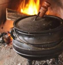 Potjiekos South African Recipes, Foods, Traditional, Outdoor Decor, Ideas, Food Food, Food Items, Thoughts
