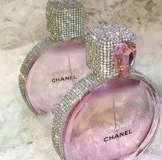 Pink and bling Chanel perfume bottle Perfume Chanel, Perfume Glamour, Best Perfume, Pink Perfume, Perfume Fragrance, Chance Chanel, Perfume Diesel, Beautiful Perfume, Expensive Taste