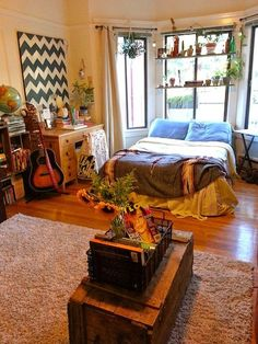 """Love this idea for a window instead of curtains. From apartment therapy """"smallest coolest home contest"""" 5191a33afb04d6320900039a._w.540_"""