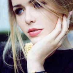 Find images and videos about girl, beautiful and beauty on We Heart It - the app to get lost in what you love. Casual Hairstyles, Easy Hairstyles, Wedding Hairstyles, Nude Makeup, Hair Makeup, Pretty Makeup, Makeup Looks, Dior, Glamour