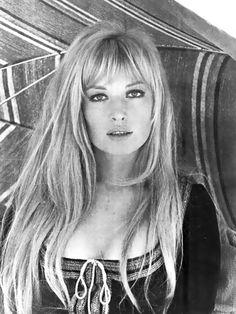 Monica Vitti sul set del film La cintura di castità (1967)