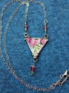 Broken China Jewelry Triangle Pendant por Robinsnestcreation1