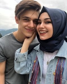 Couples Musulmans, Cute Muslim Couples, Couples Images, Muslim Girls, Cute Couples Goals, Muslim Couple Photography, Photography Poses For Men, Romantic Couple Kissing, Romantic Couples