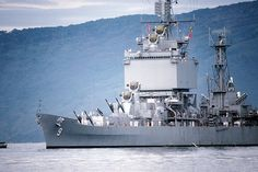 Soubor:USS Long Beach (CGN-9) entering Subic Bay.jpg
