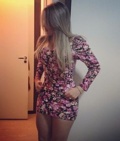 Sexy Girls in Tight Dresses & Skirts: Photo Tight Dresses, Nice Dresses, Girls Dresses, After Life, Super Cute Dresses, Hot Blondes, Girls Be Like, Sexy Legs, Dress Skirt