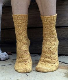 Ravelry: Arctic Texture Socks pattern by Linda Pomerenke *Toe-up socks Crochet Socks, Knitting Socks, Hand Knitting, Knitting Patterns, Knit Crochet, Crochet Patterns, Knit Socks, The Happy Hooker, Yoga Socks