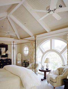 Дизайн спальни на мансардном этаже  http://interiorizm.com/attic-bedrooms