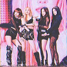 South Korean Girls, Korean Girl Groups, Black Pink Dance Practice, Dance Kpop, Lisa Blackpink Wallpaper, Cute Friend Pictures, Blackpink Memes, Kpop Couples, Rose Icon