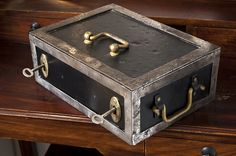 Historische Geldkassette:  Material Metall