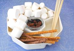 Build Olaf the snowman from marshmallows and enjoy a fun night with the by the fire roasting it. Let the Olaf adventures begin! Frozen Activities, Winter Activities For Kids, Olaf Snowman, Build A Snowman, Holiday Crafts, Fun Crafts, Crafts For Kids, Cheap Things To Do, Fun Things