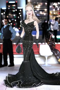 $>>** Hollywood Divine Barbie. Limited Edition. Release date: 2/12/2004.  PC:C6056.  3000B/4000Bbr.