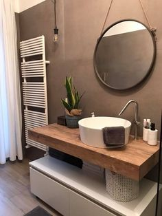 Narrow Bathroom, Modern Bathroom, Bad Inspiration, Bathroom Inspiration, Bathroom Layout, Bathroom Interior Design, Bathroom Organisation, Shower Remodel, Bathroom Furniture