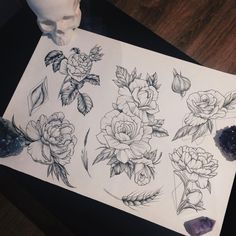 evgenykopanov: У Насти @nastya.tattooer новый флэш-сет с нежными цветами и геометрией #tattoo #linework #dotwork #flowerstagram #flowers #ink